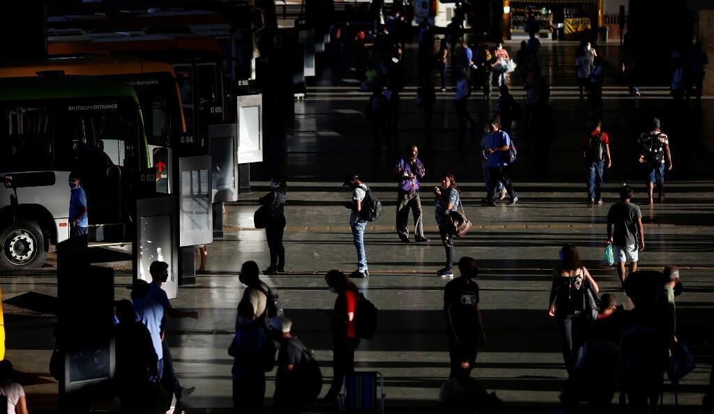 Vista general de la estación central de buses, en Brasilia, Brasil, el 2 de junio de 2020.