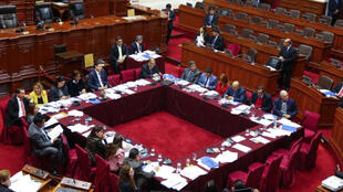 La Comisión Permanente, compuesta por 27 exlegisladores, es el órgano que se mantendrá hasta la instalación de un nuevo Congreso. Sus funciones se reducen a acciones administrativas y de relativo control sobre los decretos de urgencia que emita el Gobierno.
