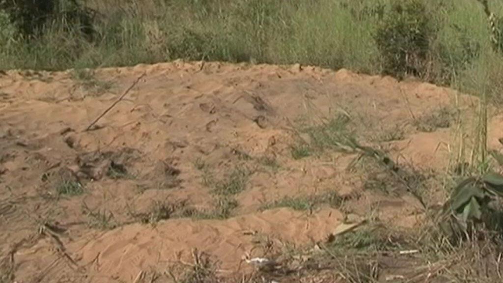 Plus de 400 corps ont été enterrés, le 19 mars, dans ce terrain de Maluku, à 100 kilomètres de Kinshasa.