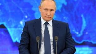 Le président russe, Vladimir Poutine, lors de sa conférence de presse annuelle, donnée depuis sa résidence de Novo-Ogaryovo à l'ouest de Moscou, en Russie, le 17 décembre 2020.