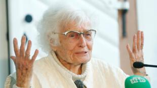 La exprofesora Lisel Heise, de 100 años, concedió una rueda de prensa este 27 de mayo de 2019 luego de que se confirmara su elección al Concejo de Kirchheimbolanden, sur de Alemania.