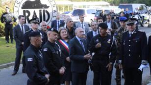 Gérard Collomb en visite aux côtés des équipes du Raid, à Bièvres, au sud de Paris, le 21 septembre 2017.
