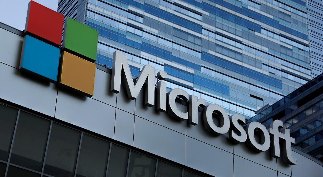 Archivo-Logotipo de Microsoft en la parte superior de la sede de sus oficinas, en Los Ángeles, California, EE. UU., el 19 de octubre de 2018.