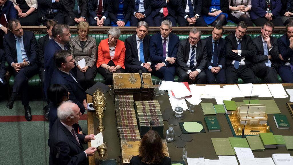 Los escrutadores anuncian los resultados de la votación sobre el acuerdo del Brexit de la primera ministra británica Theresa May en el Parlamento en Londres, Reino Unido, el 12 de marzo de 2019.