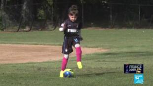 Une jeune footballeuse américaine.