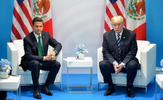 El presidente de EE. UU., Donald rump, y su homólogo mexicano, Enrique Pena Nieto, mantienen una reunión durante la cumbre del G-20 en Hamburgo, Alemania, el 7 de julio de 2017.