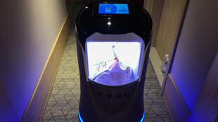 This robot is capable of taking elevators and navigating hallways to deliver food to hotel guests