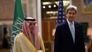 وزير الخارجية السعودي الجبير (يسار) مع نظيره الأمريكي كيري بالرياض 18 ك1/ديسمبر 2016