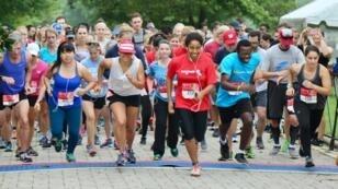 """Départ de """"Courage to Run"""", une course pour célébrer le courage des femmes candidates en politique, à Washington, le 16 septembre 2018."""