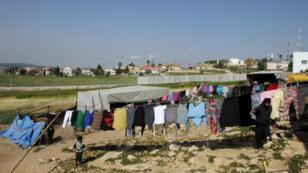 Au Sud-Ouest d'Hébron, en Cisjordanie, la colonnie israélienne de Eshkolot entourée de murs en mars 2017.