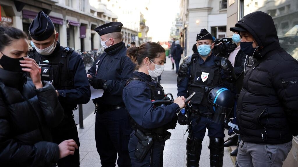 Covid-19: Paris police bust 100 at clandestine restaurant