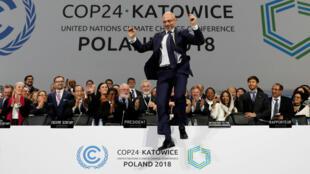 El Presidente de la COP24, Michal Kurtyka, al final de la cumbre sobre el cambio climático, en Katowice, Polonia, el 15 de diciembre de 2018.