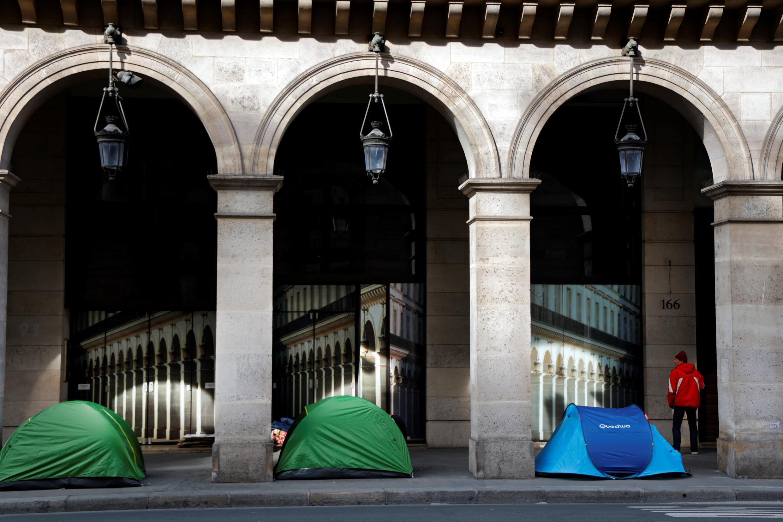 Des tentes de sans-abri dans la rue de Rivoli, au centre de Paris, le 21avril2020, pendant le confinement.