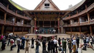 """Répétition de """"Hamlet"""" de William Shakespeare au Globe Theatre de Londres le 23 avril 2014"""
