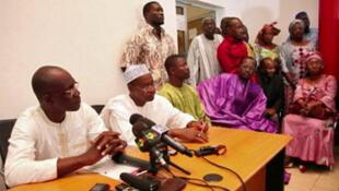 Dramane Dembélé (à gauche), a apporté samedi son soutien à IBK