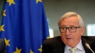 رئيس المفوضية الأوروبية خلال جلسة استماع في البرلمان الأوروبي حول التهرب الضريبي في 30 أيار/مايو 2017