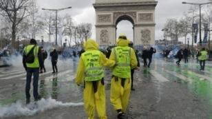 """متظاهرون من """"السترات الصفراء"""" في باريس في 16 آذار/مارس 2019 ا ف ب"""