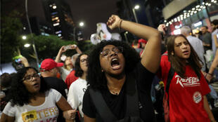 Manifestantes durante la protesta contra los recortes en los gastos federales en educación planeados por el Gobierno de ultraderecha del presidente de Brasil, Jair Bolsonaro, en Sao Paulo, Brasil, el 30 de mayo de 2019.