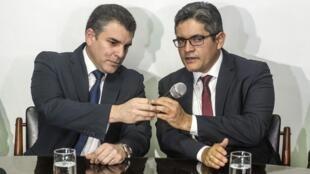 Les procureurs anti-corruption Rafael Vela et Jose Domingo Perez lors d'une conférence de presse le 1er janvier 2019.