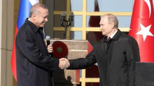 Pour son premier déplacement à l'étranger depuis sa réélection, Vladimir Poutine s'est rendu en Turquie.