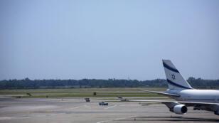 Avion de la compagnie israélienne Elal, l'une des seules à maintenir ses vols à l'aéroport  Ben Gourion, à Tel Aviv.