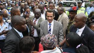 Le président botswanais Ian Khama (au centre) après son discours de fin de mandat à Serowe, le 27 mars 2018.