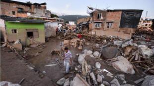 آثار الدمار في مدينة موكوا الكولومبية في 1 نيسان/أبريل 2017