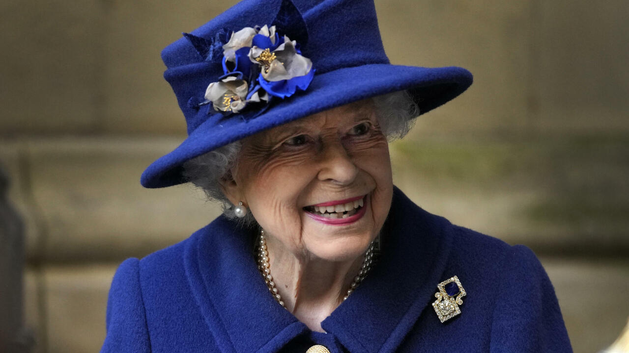 Young at heart: Queen Elizabeth II, 95, turns down old age award - FRANCE 24