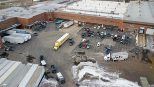 Vista aérea de la fábrica donde ocurrió el tiroteo. 15 de febrero de 2019.