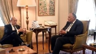 وزير الخارجية الفرنسي جان إيف لودريان خلال لقائه نظيره المصري سامح شكري في القاهرة