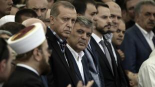 Le président turc, Recep Tayyip Erdogan, a assisté à des funérailles, dimanche 17 juillet.