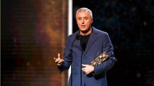 """Robin Campillo, réalisateur de """"120 battements par minute"""" sur la scène des César, le 2 mars 2018."""