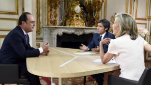 Le président Hollande lors de son interview télévisée à l'occasion de la fête nationale en France.