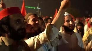 2019-11-01 12:07 Thousands of anti-government islamist demonstrators rallied in Islamabad asking for Pakistani PM's resignation