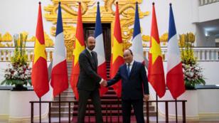 Le Premier ministre français Édouard Philippe et son homologue vietnamien Nguyen Xuan Phuc le 2 novembre 2018 à Hanoï.
