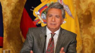 Fotografía cedida por la Presidencia de Ecuador que muestra a su presidente, Lenín Moreno, mientras realiza un anuncio en el Palacio de Gobierno, en Quito, Ecuador, el 3 de diciembre de 2018.