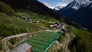 """Vue aérienne de l'""""Ottmar Hitzfeld GsponArena"""" qui doit accueillir cet été le """"Bergdorf-EM"""", l'Euro des villages de montagnes, le 14 mai 2020"""