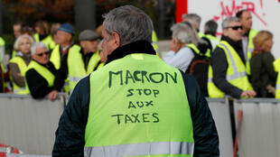 """Un """"Gilet jaune"""", samedi 17 novembre 2017, sur la promenade des Anglais à Nice."""