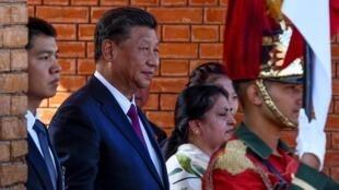 الرئيس الصيني شي جينبينغ ورئيسة نيبال باديا ديفي. كاتماندو 13 أكتوبر/تشرين الأول 2019