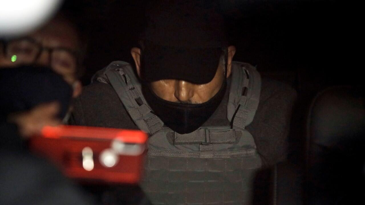 Archivo-El exdirector de Pemex, Emilio Lozoya, es transportado en un vehículo, luego de llegar extraditado desde España, para declarar en casos de corrupción, en Ciudad de México, México, el 17 de julio de 2020.