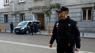 Les dirigeants indépendantistes catalans arrivent à la Cour suprême de Madrid, le 1er décembre.