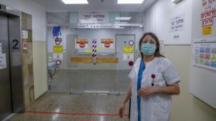 La doctora araboisraelí Khitam Hussein, directora de la división de COVID-19 del Hospital Rambam, cerca de Haifa, en el norte de Israel, entrevistada el 16 de abril de 2020 por la AFP