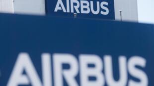 """L'avionneur Airbus a fait une proposition visant à résoudre un très vieux différend avec son rival Boeing, ce qui selon l'Union européenne doit conduire les Etats-Unis à lever """"immédiatement"""" des représailles commerciales décidées sur la base de ce conflit"""