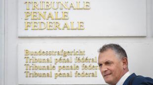 L'ex-secrétaire général de la Fifa, Jérôme Valcke, à sa sortie du Tribunal pénal fédéral, à Bellinzone en Suisse, le 14 septembre 2020