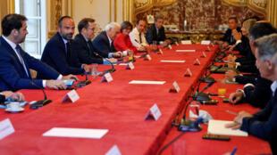 Édouard Philippe, le 20 mai 2020 à Matignon, reçoit les représentants des partis politiques pour discuter de la tenue du second tour des élections municipales.