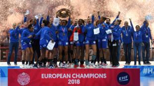 L'équipe féminine de France de handball a remporté dimanche la finale de l'Euro en battant la Russie 24 à 21.