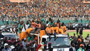 Les joueurs ivoiriens font un tour d'honneur du stade Félix Houphouët-Boigny