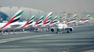 صورة التقطت بتاريخ 14 أيلول/سبتمبر، 2017 تظهر طائرات طيران الإمارات على مدرج مطار دبي الدولي