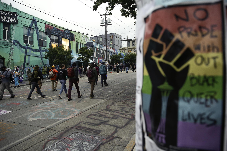 متظاهرون في شوارع مدينة سياتل.