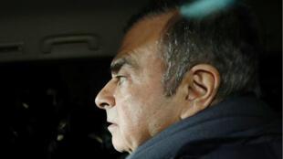 Carlos Ghosn deja la oficina de su abogado en Tokio el 3 de abril, un día antes de su detención.